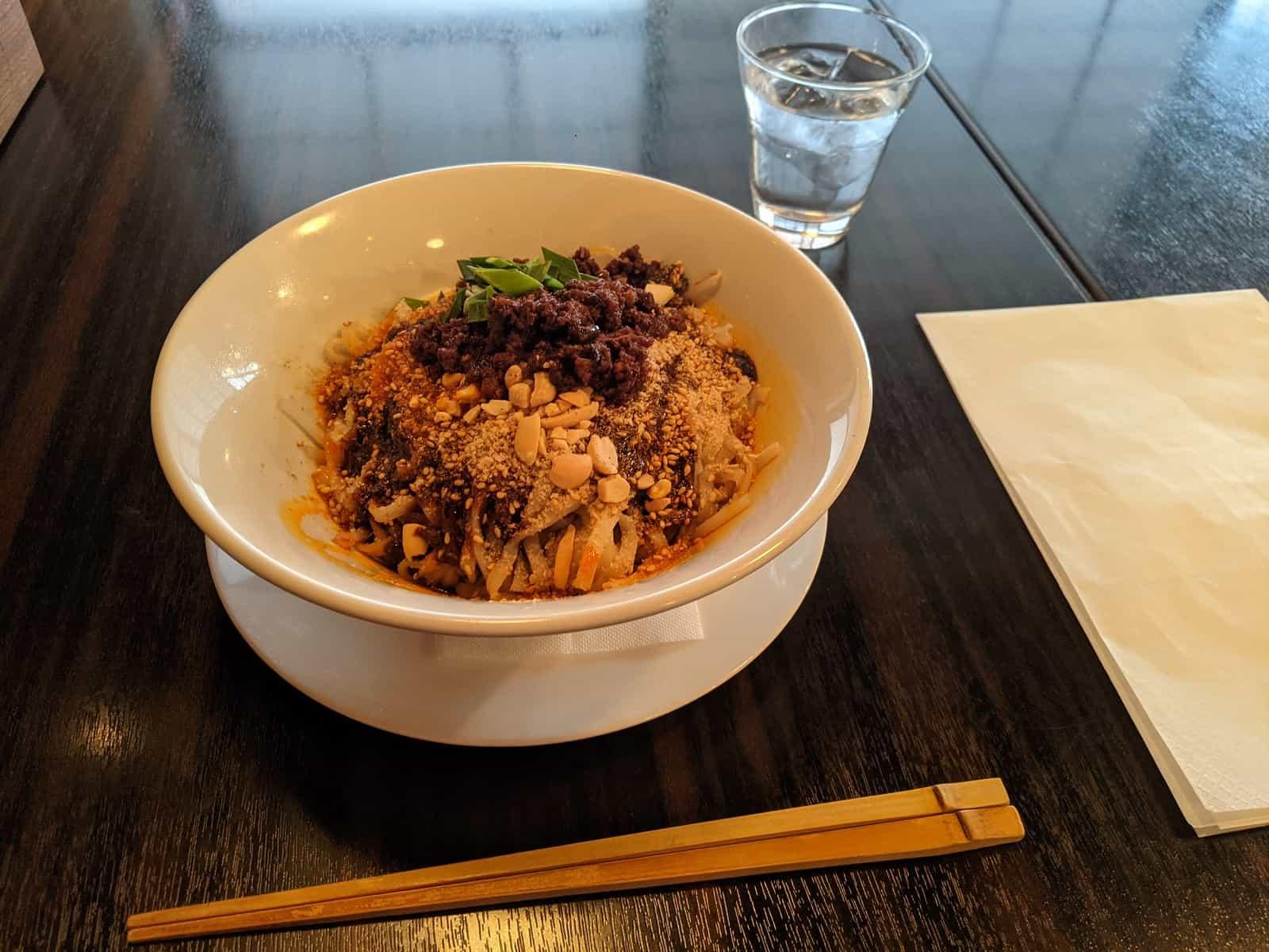 白碗竹筷樓の担々麺