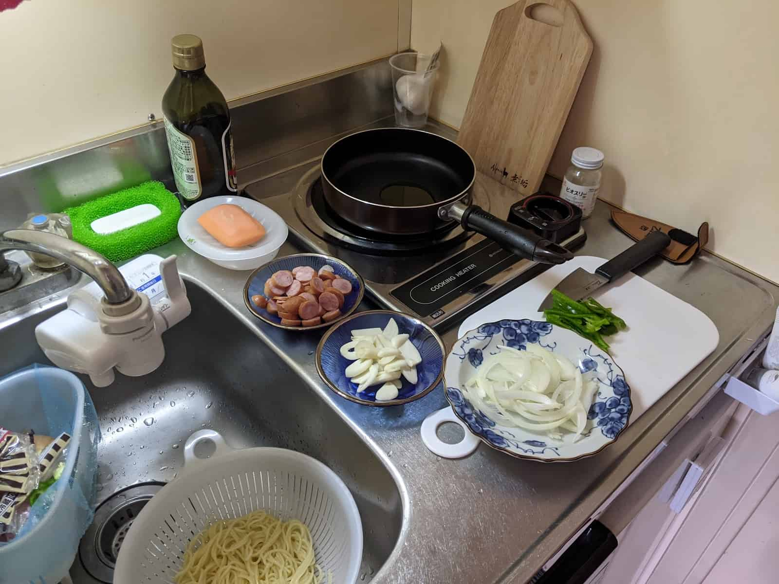 調理中の台所